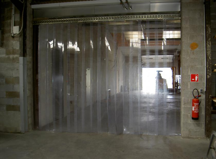 Rideau porte à lanière plastique : avantages des rideaux à lanière ...