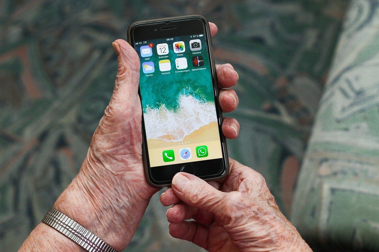 Comment choisir un téléphone portable pour séniors ?