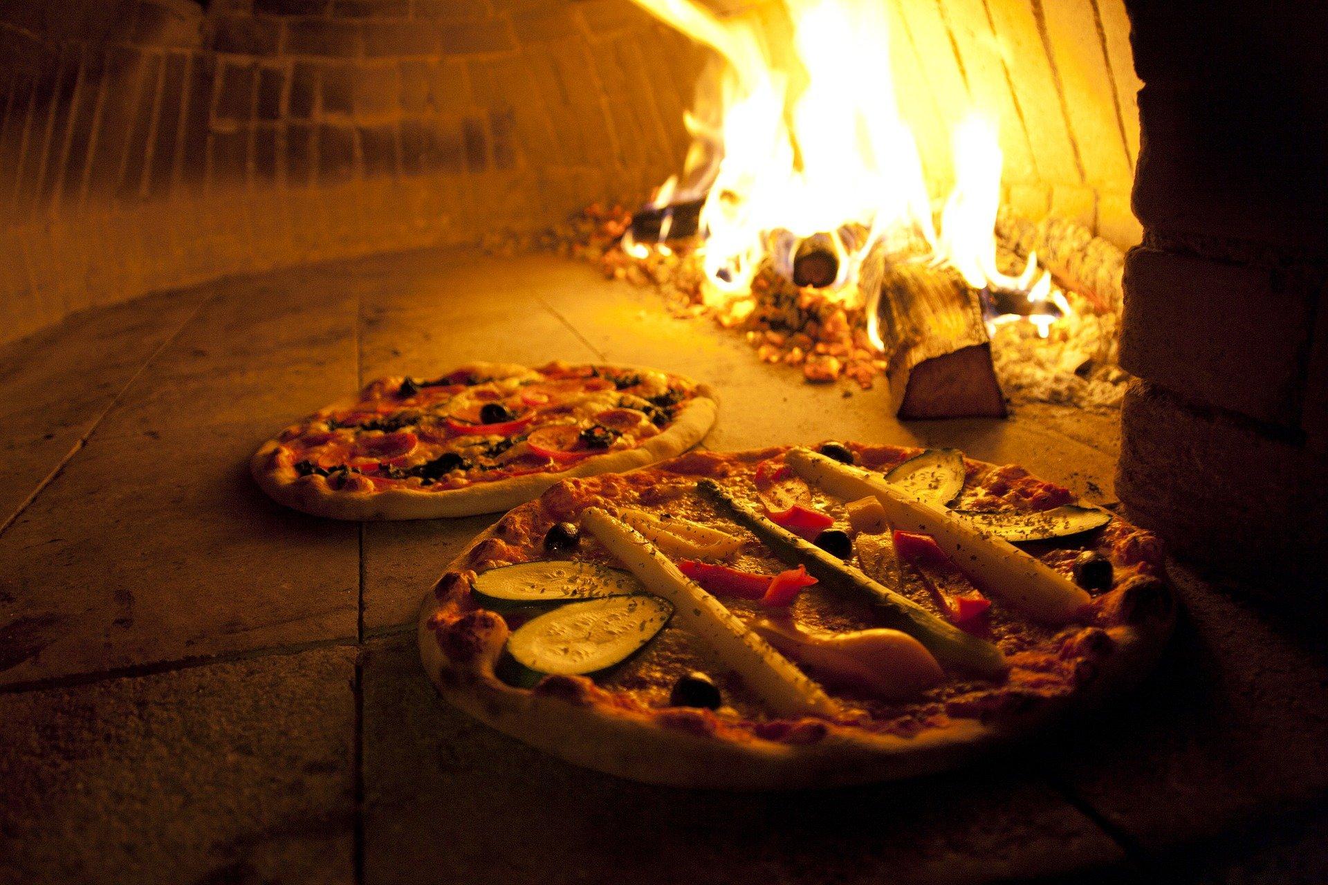 Remplacer son barbecue par un four à pizza extérieur