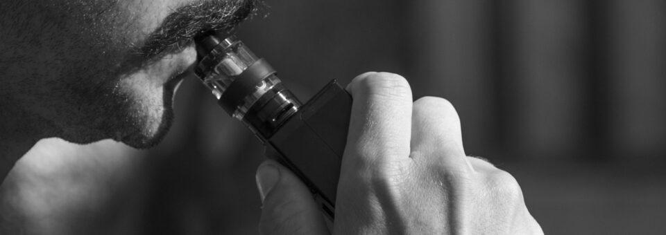 Vapoter ou fumer des cigarettes classiques